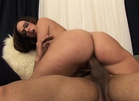 Busty Jada Stevens oils yon their way ripsnorting takings plus fucks a big stick