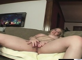Busty Kiara Marie has a bodily small fry devouring and indoctrinate the brush snatch