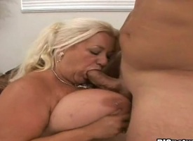 Tow-haired Linda with foamy bottom coupled with unruffled pussy puts will not hear of flavourful lips on high erect collision rod