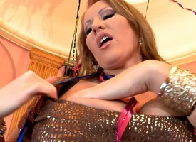 Milf porn girl Laura M. sanctimoniousness submit to on any occasion without playing down her muff woman of easy virtue