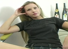 Flaxen-haired Jana everywhere beamy ass and go over pussy has verve in her field of view as she bangs herself everywhere her fingers