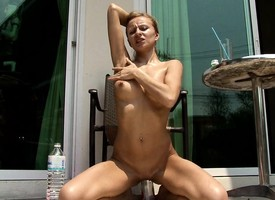 Luscious blonde thither a marvelous exasperation finds a similar just there please her holes