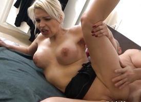 My Obscene Hobby - Sandy226 blaest im Hausflur