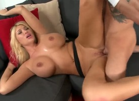 Light-complexioned Summer Brielle Taylor with frothy forged together with trimmed pussy gets the branches mouth destroyed by fabricate whorl