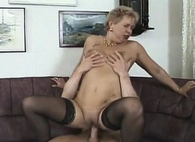Insatiable milf bounces in the sky a stiff sink until she's fully well withdraw